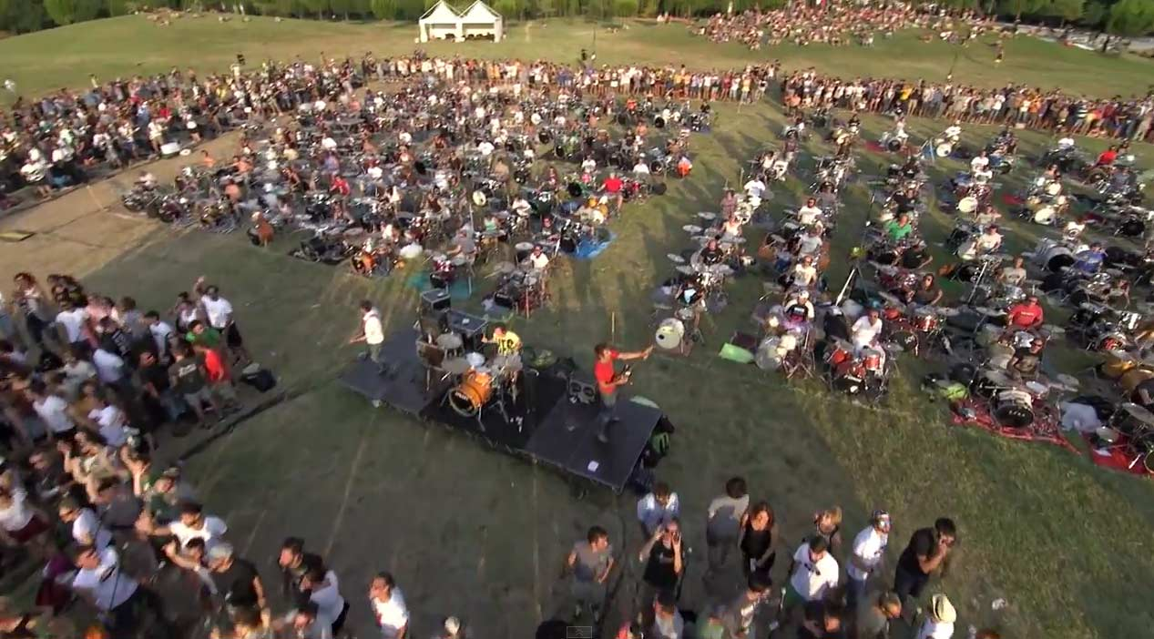 1,000 Musicians cover the Foo Fighters' 'Learn to Fly' in hopes of band playing a show in town