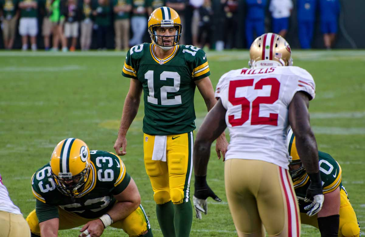 Aaron Rodgers takes his photobombing skills to the next level
