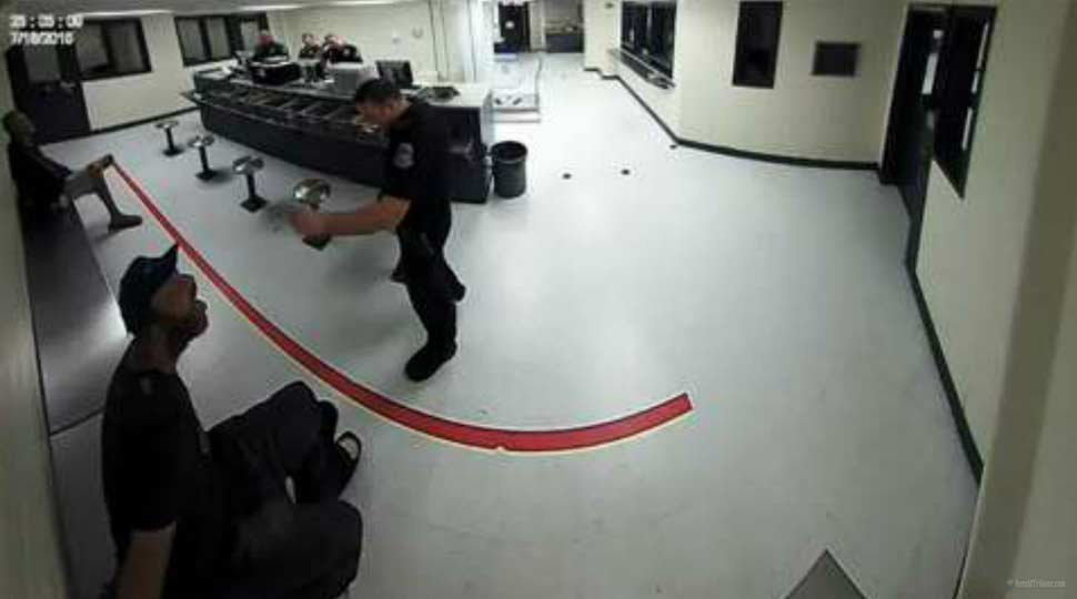 Florida Police Officer in hot water after treating inmate like a dog