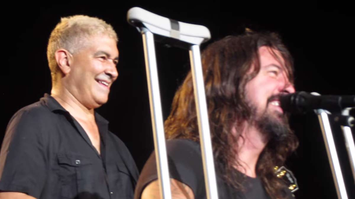 Dave Grohl serenades drunk, crying fan in a way only he could do